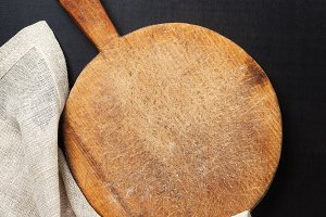 wooden round cutting board
