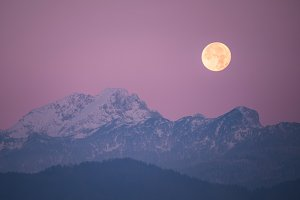 Super moon in the mountains