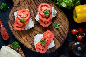 Goat cheese and tomato sandwiches