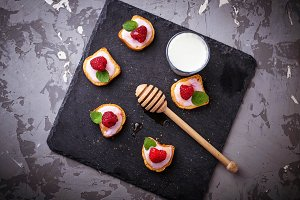 Sweet sandwiches with raspberry