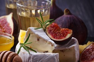 Camembert cheese with figs