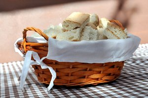 basket with sliced ​​homemade bread
