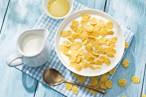Cornflakes in the bowl