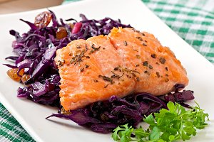 Fried salmon with red cabbage Irish