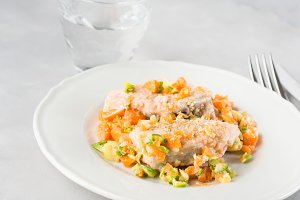 Steamed salmon with vegetables and sesame