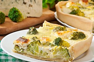 Quiche with broccoli and feta cheese