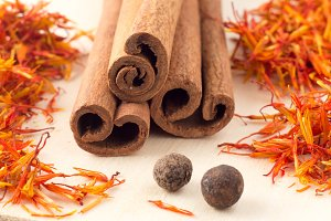 Cinnamon, saffron and pimento