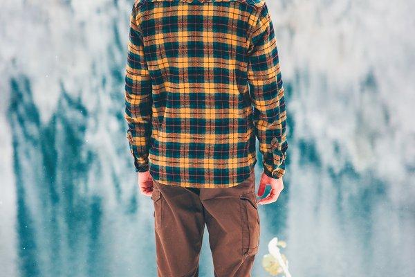 Man Traveler enjoy winter lake