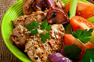 Sliced pork grilled with vegetables