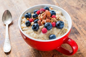Porridge with berries and nuts
