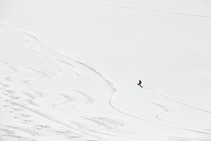 Snowboard freeriding in Alps