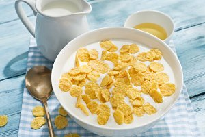 Cornflakes cereal and milk.