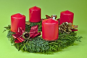 Advent wreath with red candles