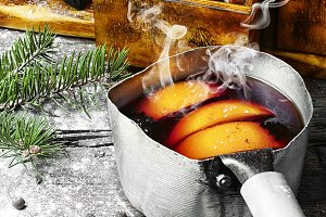Hot wine with oranges