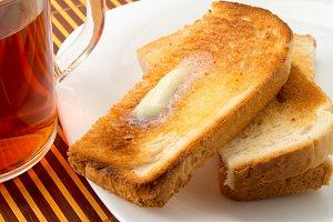 Hot toasts with butter