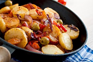 Baked potato with vegetables
