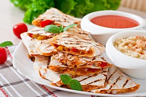 Quesadilla sliced with vegetables