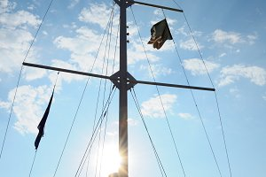 Mast on pleasure yacht