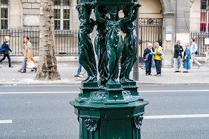 Walking and sightseeing in Paris