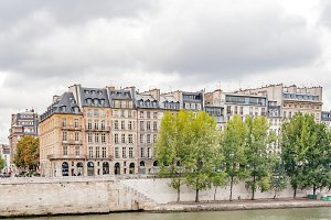 Walking and sightseeing in Paris