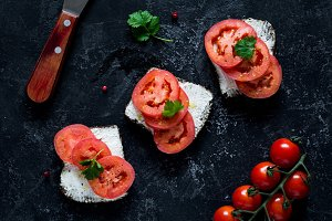 Healthy tomato sandwiches
