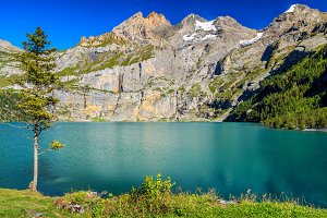 Oeschinensee lake with mountains