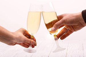 Clang glasses with champagne