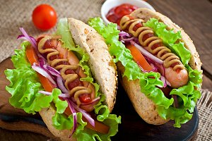 Hotdog with ketchup and lettuce