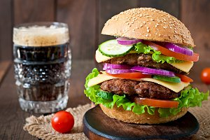 Hamburger with vegetables and beef