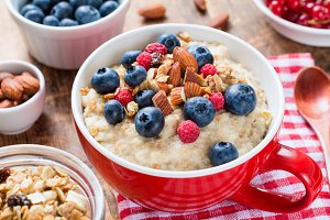 Porridge oats with fruits and nuts