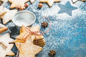Star shaped cookies with spices