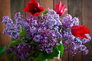 Bouquet of lilac and tulips