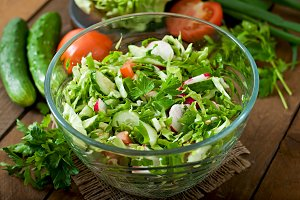 Dietary salad of fresh vegetables