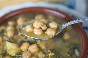 Stew of chickpeas and spinach