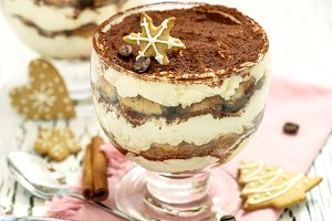 Tiramisu with christmas cookies