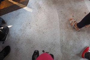 Floor with feet