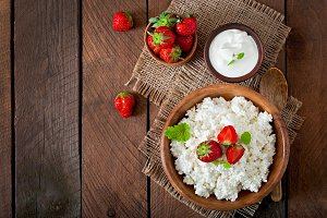Cottage cheese with strawberries