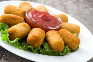 Croquettes, lettuce and ketchup
