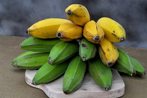 green and yellow bananas