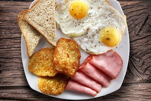 Breakfast - fried eggs with ham