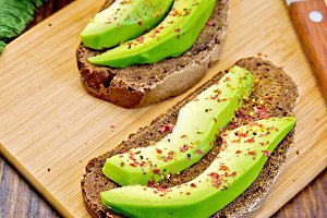 Sandwich with avocado and pepper