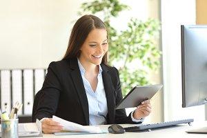 Businesswoman working on line