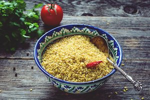 Raw bulgur grains