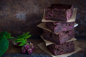 Chocolate brownies with raspberries
