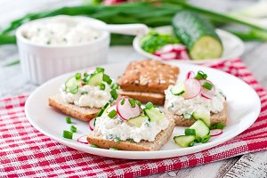Sandwich with cottage cheese