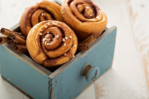 Cinnamon buns in a wooden box
