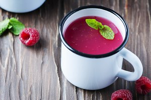 kissel with raspberry and mint