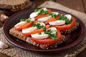 Dietary sandwiches with mozzarella.