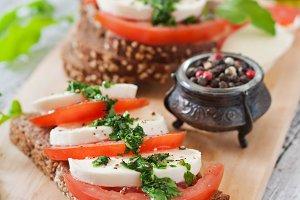 Dietary sandwiches with mozzarella