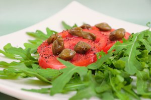 Salad with fresh tomatoes, capers